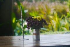 在花瓶的花 免版税库存图片