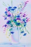 在花瓶的野花 免版税图库摄影