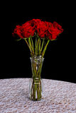 在花瓶的长的词根玫瑰的 免版税图库摄影
