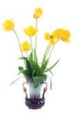 在花瓶的黄色郁金香。 免版税库存图片