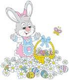 在花的复活节彩蛋狩猎 免版税库存图片
