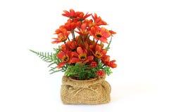 在花盆的人造花 免版税图库摄影