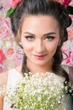 在花背景的新娘画象 免版税图库摄影
