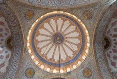 在苏丹阿哈迈德清真寺蓝色清真寺,伊斯坦布尔,土耳其的装饰的天花板 免版税库存图片