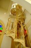 在苏丹阿布・伯加尔状态清真寺的螺旋金属楼梯在柔佛州Bharu,马来西亚 库存照片