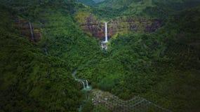 在苏加武眉的美妙的Cimarinjung瀑布 免版税库存图片
