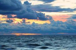 在苏必利尔湖畔通知的日落 免版税库存图片