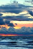 在苏必利尔湖畔通知的日落 免版税库存照片