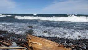 在苏必利尔湖的波浪 股票录像