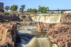 在苏族瀑布,南达科他,美国的瀑布 免版税库存图片