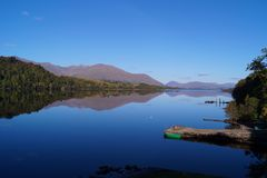 在苏格兰海湾的反射 免版税库存图片
