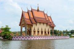 在苏梅岛海岛,泰国上的佛教寺庙 库存图片