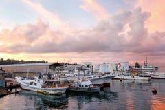 在苏瓦口岸在日出,维提岛海岛,斐济的小船 库存图片
