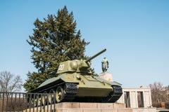 在苏联战争纪念建筑蒂尔加滕的坦克在柏林,德国 图库摄影