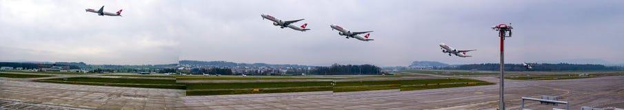 在苏黎世机场的平面起飞 免版税库存图片