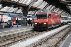 在苏黎世乙肝火车站的高速火车 免版税图库摄影