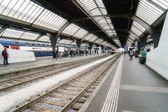 在苏黎世主要火车站的平台 库存照片