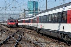 在苏黎世主要火车站的火车 免版税图库摄影