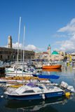 在英亩(akko)以色列老港口的渔船,垂直 库存图片