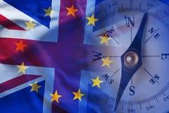 在英国和欧洲旗子附近的指南针 免版税库存照片