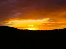 在英国的小山的上日落 免版税库存图片