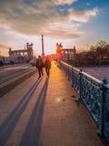 在英雄正方形,布达佩斯的日落 免版税库存照片
