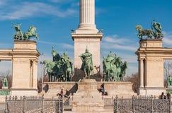 在英雄的正方形或Hosok Tere的千年纪念碑是其中一个主要正方形在布达佩斯 库存图片