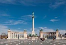在英雄`正方形或Hosok Tere的千年纪念碑是其中一个主要正方形在布达佩斯 免版税库存照片