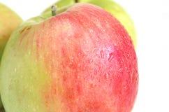 在苹果关闭的湿气下落 免版税库存图片