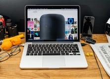 在苹果报告人ab的WWDC最新的公告的苹果电脑 免版税库存照片
