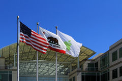 在苹果计算机的大门,公司 校园在库比蒂诺,加州 免版税库存图片