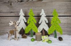 在苹果绿和whi的乡村模式的木圣诞节装饰 免版税库存图片