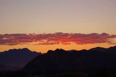 在范围日出的山 免版税图库摄影