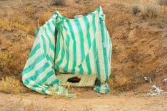 在茫茫荒野中厕所 免版税库存图片