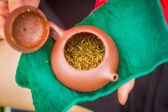 在茶壶的红色茶 图库摄影