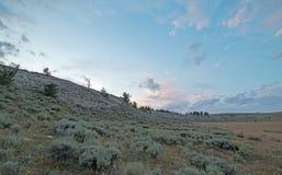在茶杯峡谷的日落在怀俄明蒙大拿状态行的普莱尔山-美国 库存照片