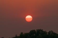 在茶的美好的cloudscape,日落射击 免版税库存照片