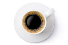 在茶碟的白色陶瓷咖啡杯。顶视图。 图库摄影