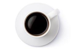 在茶碟的白色陶瓷咖啡杯。顶视图。 免版税库存照片