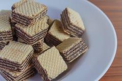 在茶碟的薄酥饼饼干 免版税库存图片