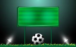 在草和记分牌的橄榄球 免版税库存照片