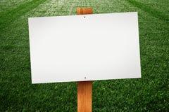 在草坪的空白的标志 库存图片