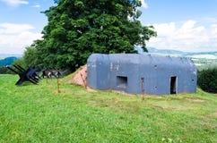 在草甸的老军事地堡 库存图片
