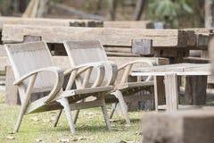 在草的两把木椅子 免版税库存图片