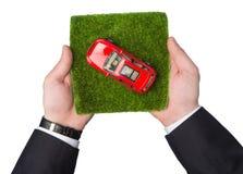 在草的汽车 免版税库存照片