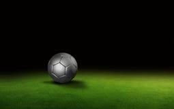 在草的球在足球场 免版税图库摄影