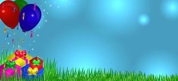 在草的礼物与气球 免版税库存照片