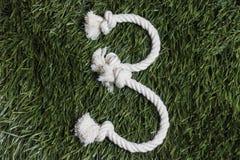 在草的绳索数字 3张海滩睡椅德国戴头巾最近的北部编号海运 库存图片