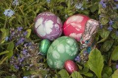 在草7的复活节彩蛋 免版税库存照片