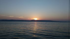 在荒岛上的日落 库存照片